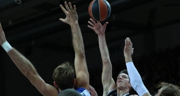 Anadolu Efes Deplasmanda Brose Basket'e deplasmanda mağlup oldu.