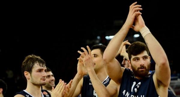 Anadolu Efes Uşak Sportif'i 81-66 yendi