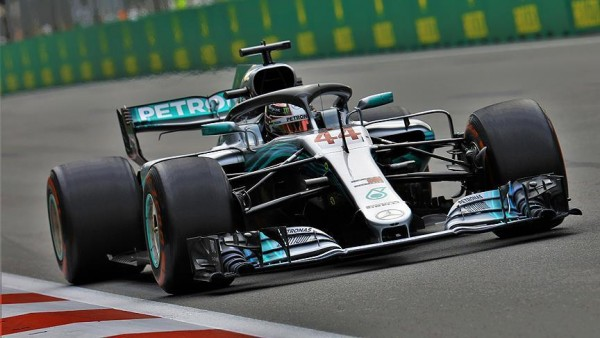 İspanya'da pole pozisyonu Hamilton'ın