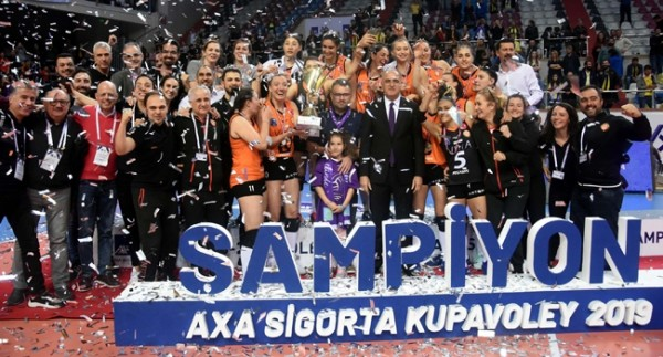 Kupa Voley'de şampiyon Eczacıbaşı VitrA